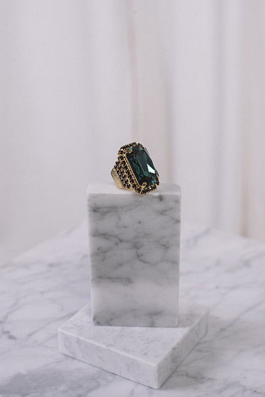 Alexa Ring Gold Emerald Jet