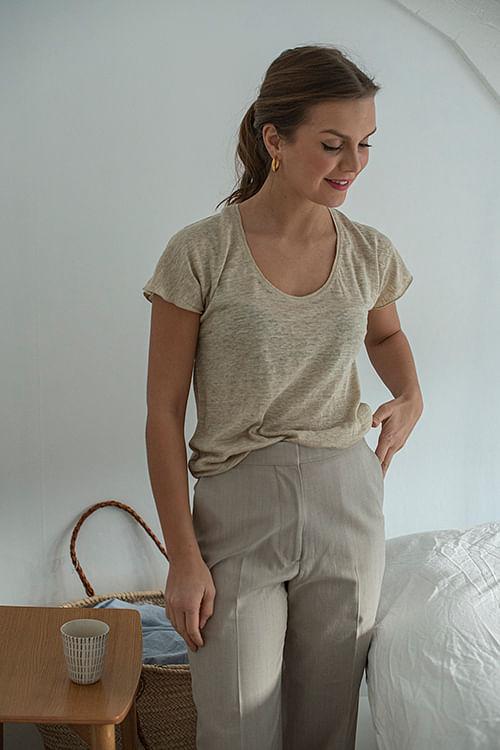 Cathrine Hammel Linen Tee Plunging Neck Oat Bran Melange t-skjorte