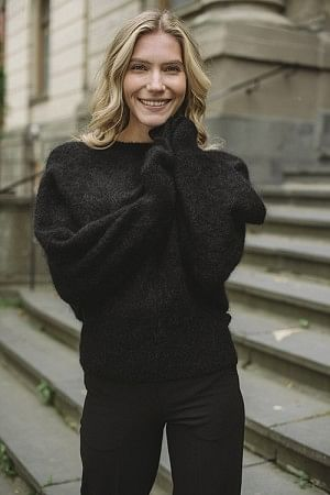 Soft Rounded Sweater Black