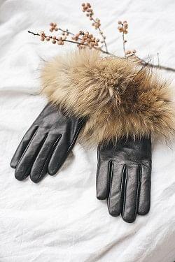 Raccoon Cuff Glove Natural/Black