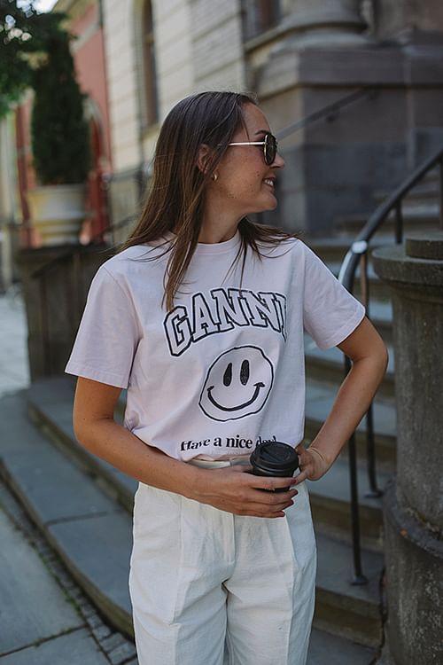 GANNI Baasic Cotton Jersey Smiley T-Shirt Cherry Blossom t-skjorte