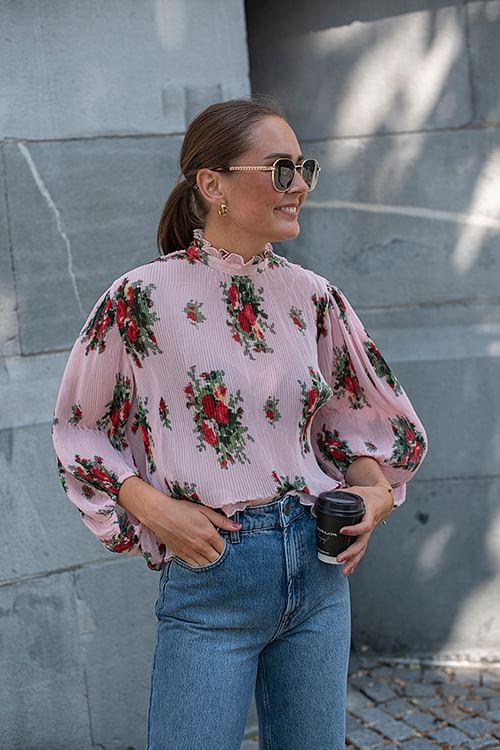 GANNI Pleated Georgette Blouse Cherry Blossom bluse