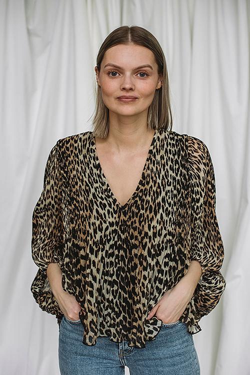 GANNI Pleated Georgette Blouse Leopard bluse