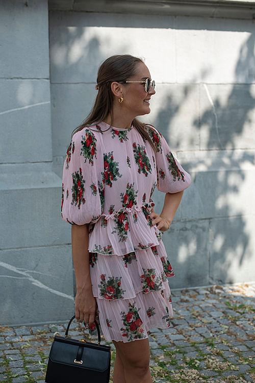 GANNI Pleated Georgette Mini Dress Cherry Blossom kjole