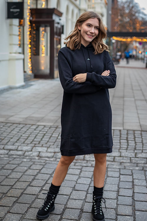 Hang Wide Dress Black | INCaholic