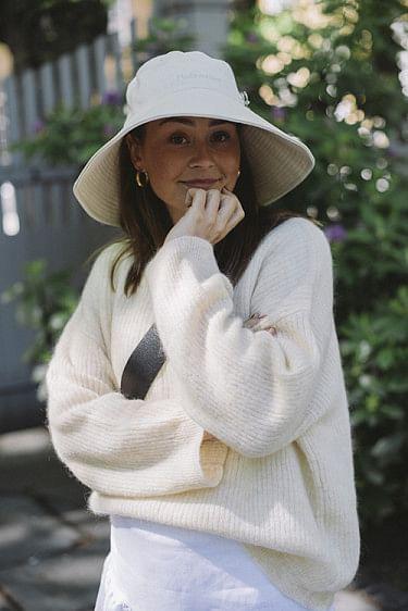 Sundt Hat White