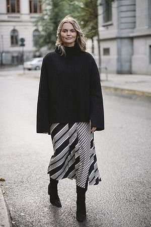 Carey Diagonal Stripe Skirt Black Combo