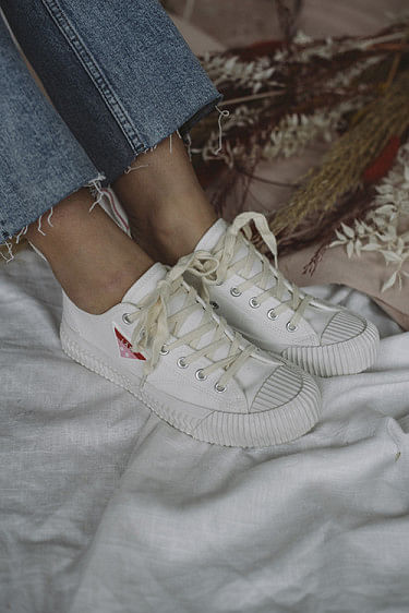 Fresh Sneakers Off White