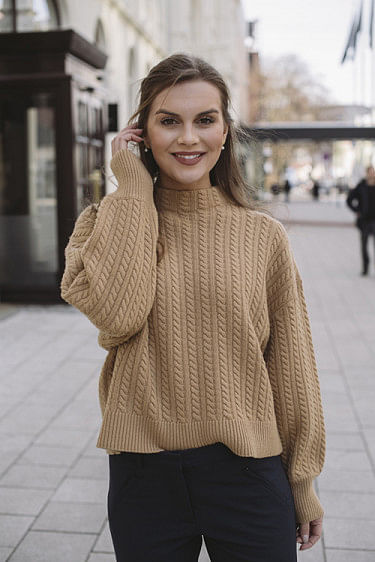 Eirin Cable Sweater Camel