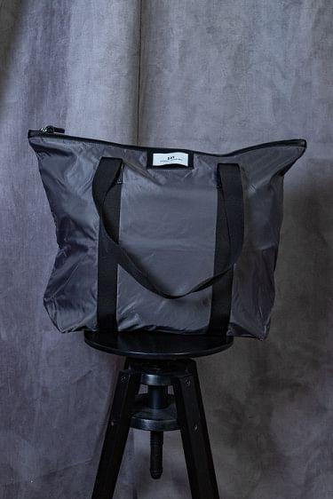 Gweneth Bag Asphalt