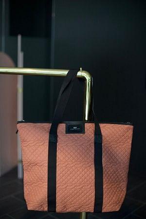 Gweneth Q Cable Bag Glow