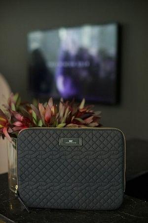 Gweneth Q Cable Folder Black