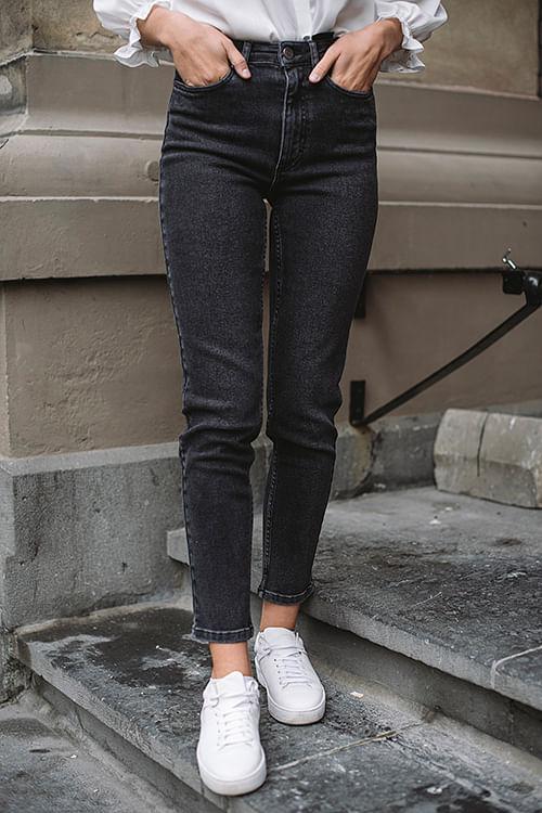 Astrid Mom Jeans Washed Black