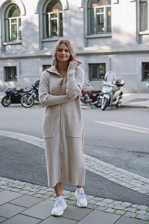 Holzweiler Flint Cardigan Beige kjole