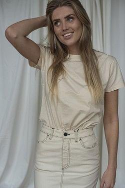 Suzana T-shirt Sand