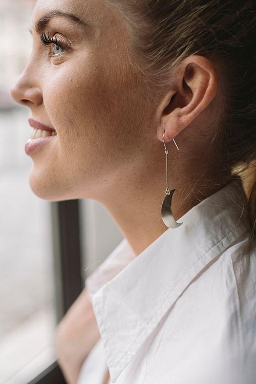 Jane Kønig Half Moon Earrings Silver øredobber
