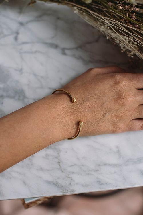Jane Kønig Simple Bead Bracelet Gold armbånd