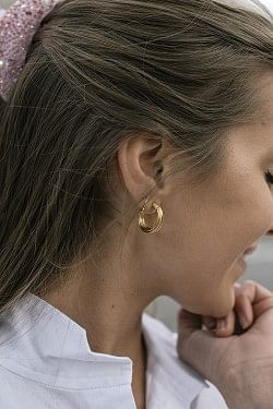 Small Wire Earrings Gold